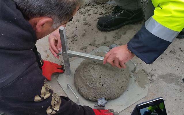 Evaluation de la fluidité du béton par le test du cône d'Abrams