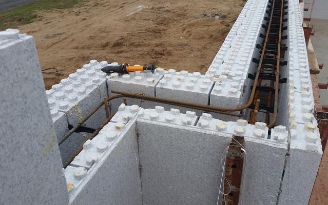 Installation facile des ferraillages grâce au système LECOBLOC